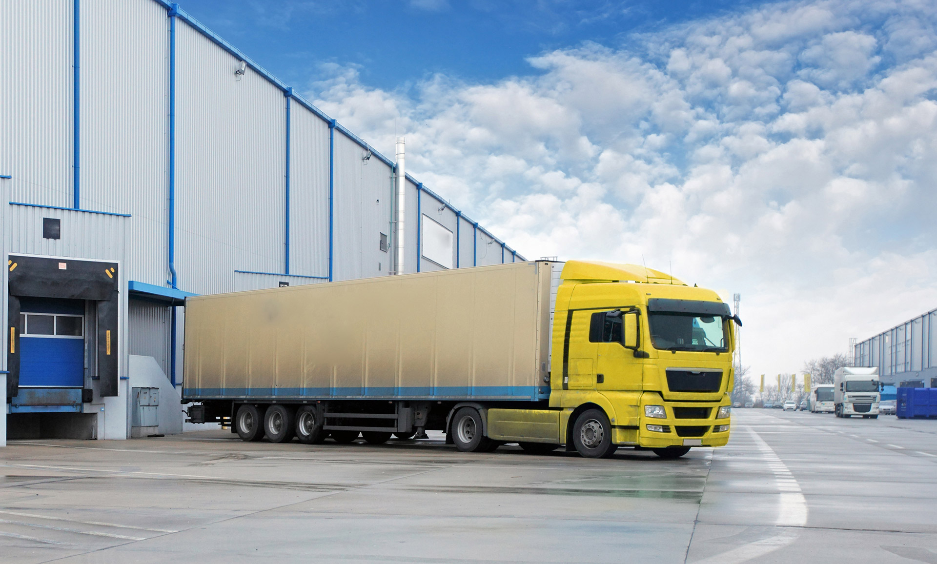 Yellow Truck Shipping from China | Top 1 Freight
